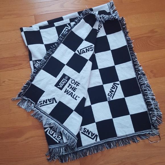 32ddc73713 VANS checkered black and white blanket. M 5abe896905f430e286413004